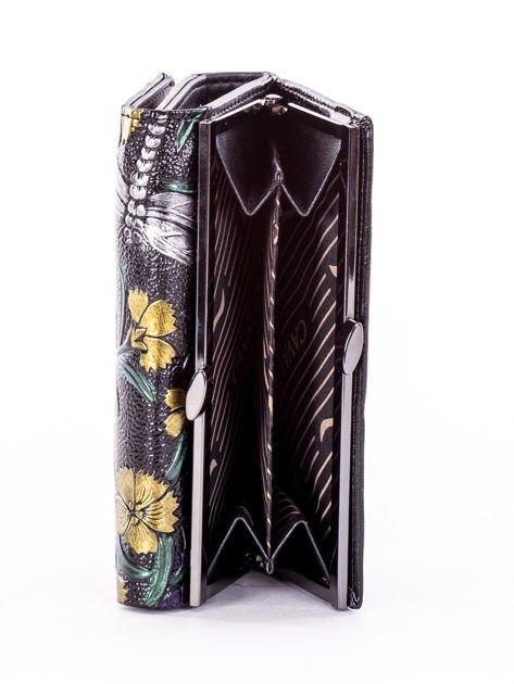 Portfel damski czarny w tłoczone kolorowe desenie                              zdj.                              5