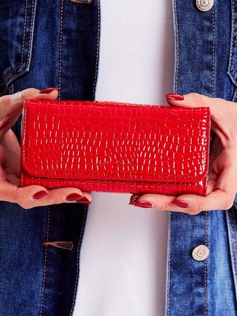 Portfel damski czerwony z tłoczonym wzorem