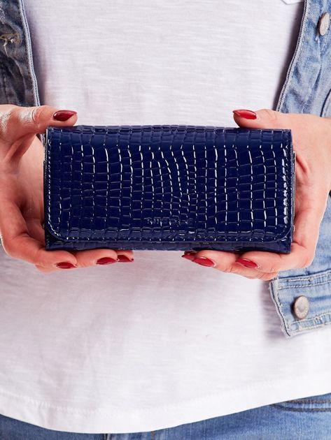 Portfel damski niebieski z tłoczonym wzorem