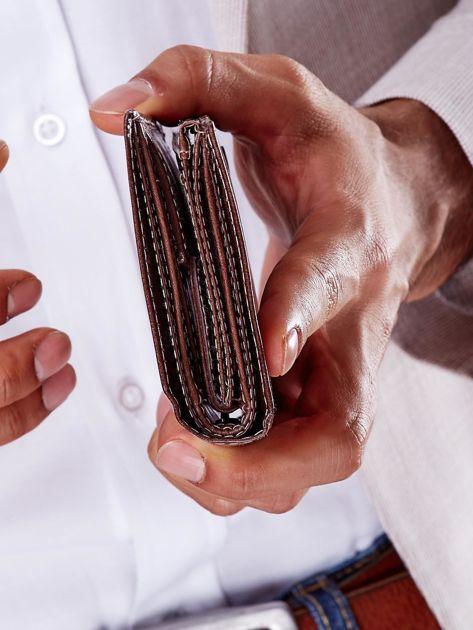 Portfel męski brązowy skórzany z emblematem                              zdj.                              5