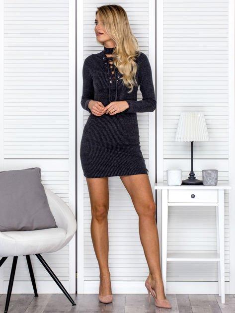Prążkowana sukienka lace up z chokerem ciemnoszara                                  zdj.                                  4