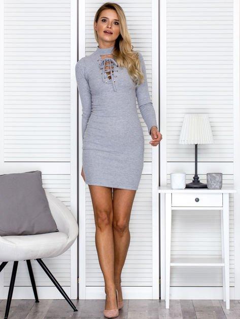 Prążkowana sukienka lace up z chokerem szara                              zdj.                              4