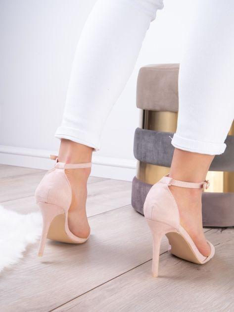 Pudroworóżowe sandały z eco zamszu ze złotą sprzączką                              zdj.                              9