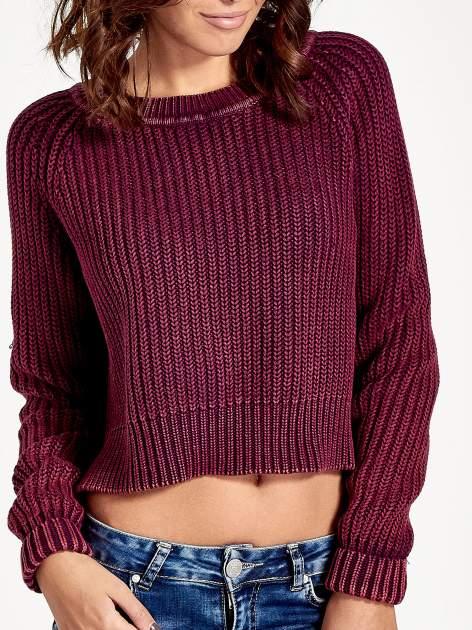 Purpurowy sweter cropped z rozporkami                                  zdj.                                  4