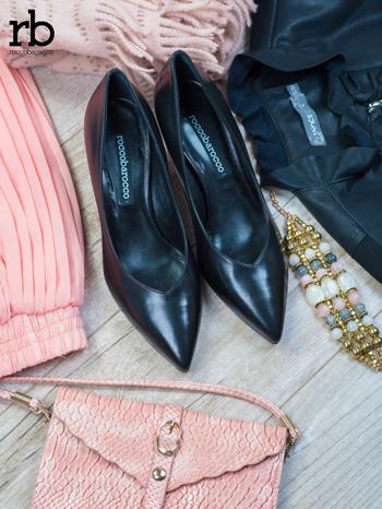 ROCCOBAROCCO Czarne skórzane czółenka grain leather na obcasie kaczuszka                                  zdj.                                  2