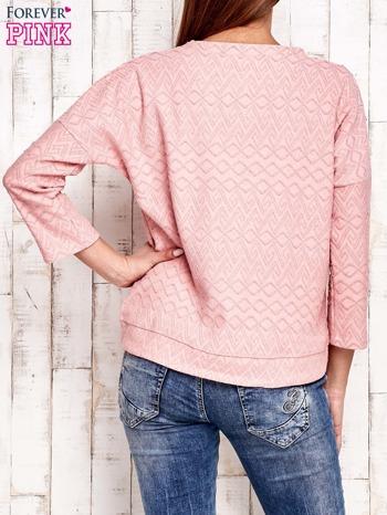 Różowa bluza o graficznej teksturze                                  zdj.                                  2