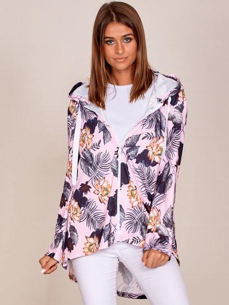 Różowa bluza w kwiaty z dłuższym tyłem i kapturem                              zdj.                              1