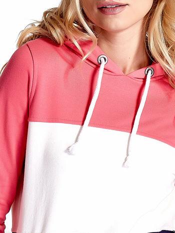 Różowa bluza z kapturem z białym i granatowym wykończeniem                                  zdj.                                  6