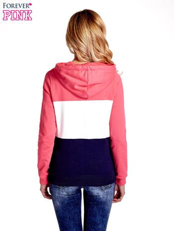Różowa bluza z kapturem z białym i granatowym wykończeniem                                  zdj.                                  4