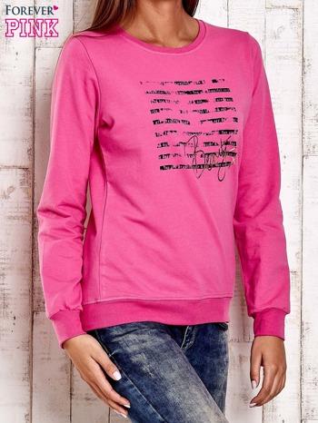 Różowa bluza z tekstowym nadrukiem                                  zdj.                                  3