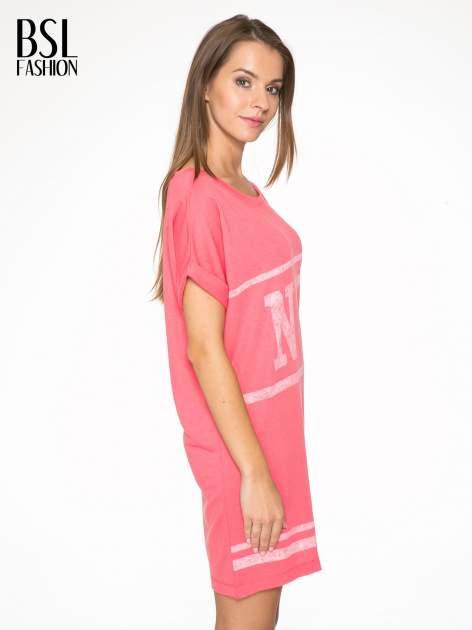 Różowa bluzosukienka z nadrukiem NYC                                  zdj.                                  3
