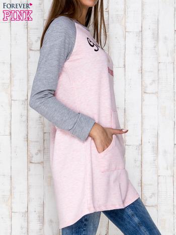 Różowa dresowa sukienka tunika z napisem GIRLS RULE                                  zdj.                                  3