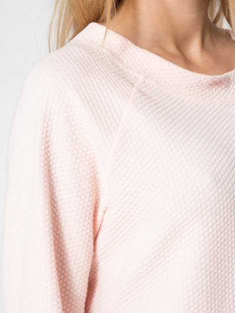 Różowa fakturowana bluzka z kimonowym rękawem długości 3/4                                  zdj.                                  6