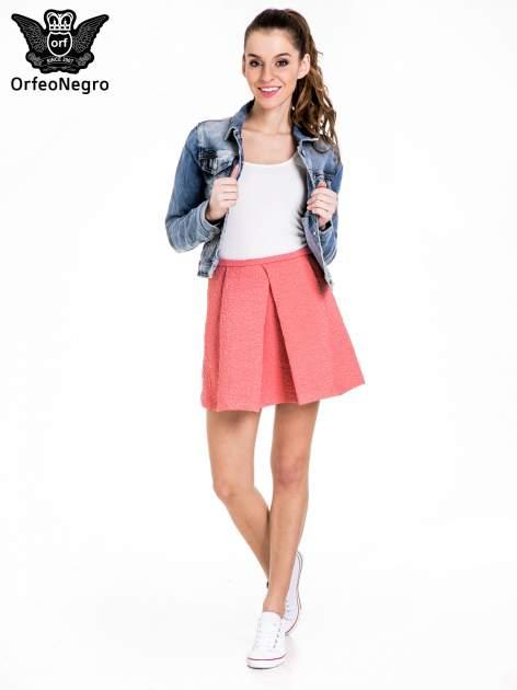 Różowa fakturowana mini spódnica z kontrafałdą                                  zdj.                                  2