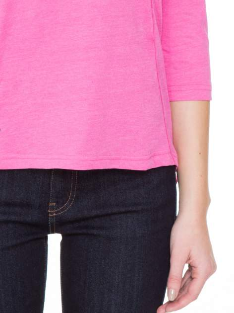 Różowa gładka bluzka z ozdobnymi przeszyciami                                  zdj.                                  6
