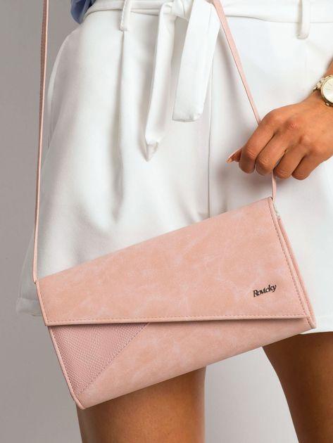 Różowa kopertówka z asymetryczną klapką