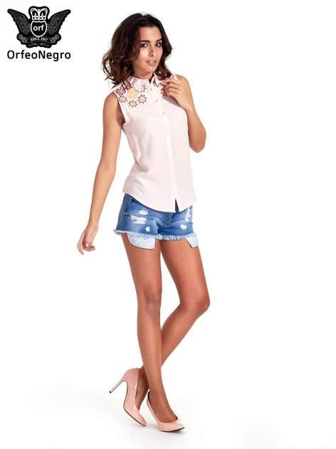 Różowa koszula bez rękawów z kolorowym haftem na górze                                  zdj.                                  2
