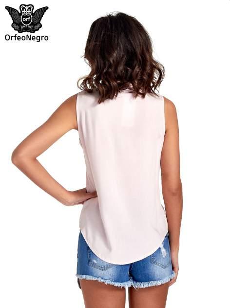 Różowa koszula bez rękawów z kolorowym haftem na górze                                  zdj.                                  4