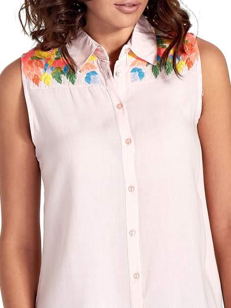 Różowa koszula bez rękawów z roślinnym haftem na górze                                  zdj.                                  5