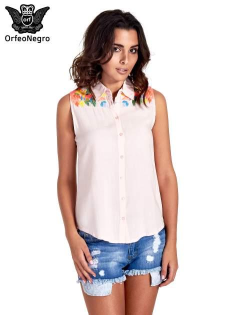 Różowa koszula bez rękawów z roślinnym haftem na górze                                  zdj.                                  1