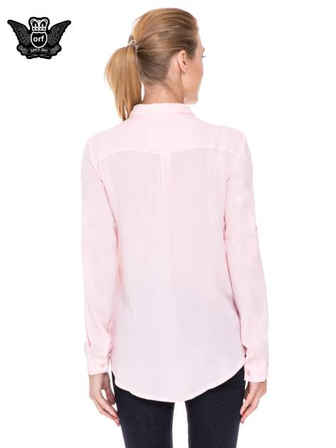 Różowa koszula z biżuteryjnym kołnierzykiem                                  zdj.                                  4