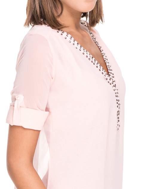 Różowa koszula z transparentnymi rękawami i dżetami przy dekolcie                                  zdj.                                  7