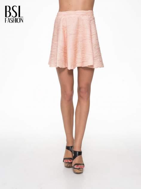 Różowa mini spódnica skater z fakturą
