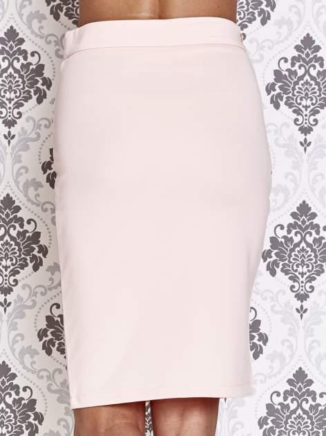 Różowa ołówkowa spódnica ze złotym suwakiem                                  zdj.                                  6
