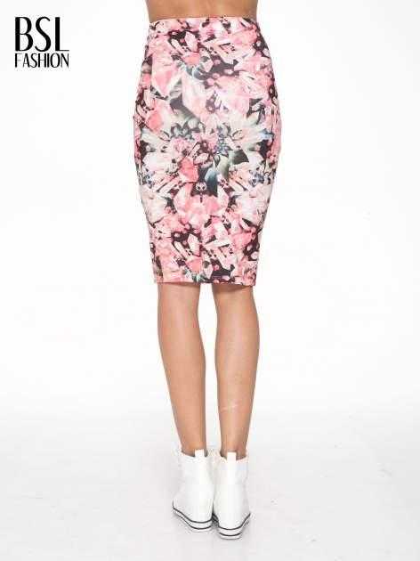 Różowa spódnica ołówkowa z nadrukiem diamond print                                  zdj.                                  4