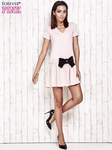 Różowa sukienka dresowa z kokardą z przodu                                  zdj.                                  4