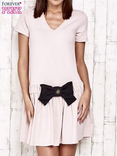 Różowa sukienka dresowa z kokardą z przodu