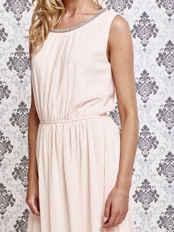 Różowa sukienka maxi z biżuteryjnym dekoltem                                  zdj.                                  5