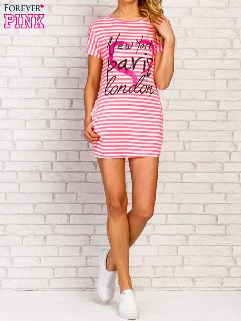 Różowa sukienka w paski z napisem NEW YORK PARIS LONDON                                  zdj.                                  2