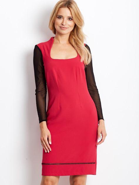 Różowa sukienka z siatkowymi rękawami