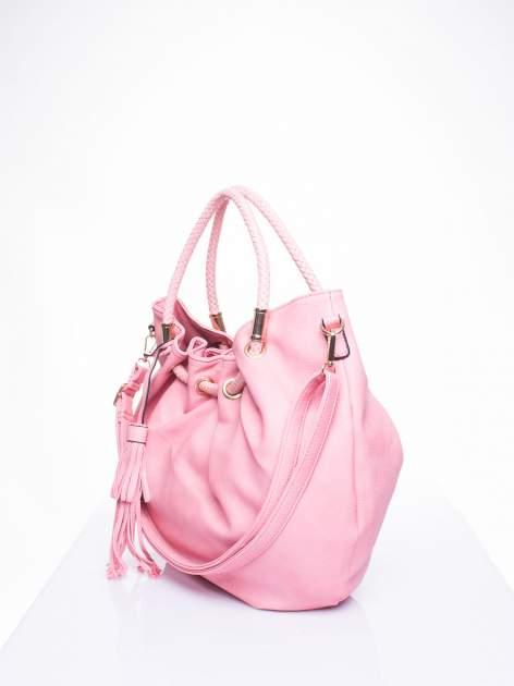 Różowa torebka z plecionymi uchwytami i frędzlami                                  zdj.                                  2