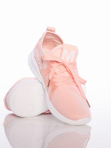Różowe ażurowe buty sportowe Rue Paris z przezroczystymi szlufkami i białymi napisami                              zdj.                              4