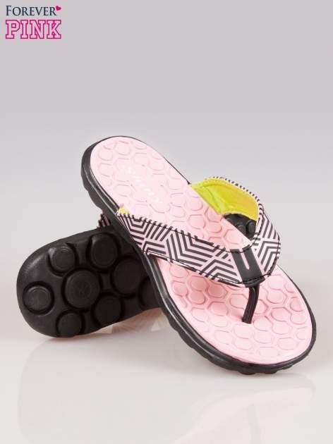Różowe gumowe japonki z wzorem                                  zdj.                                  4