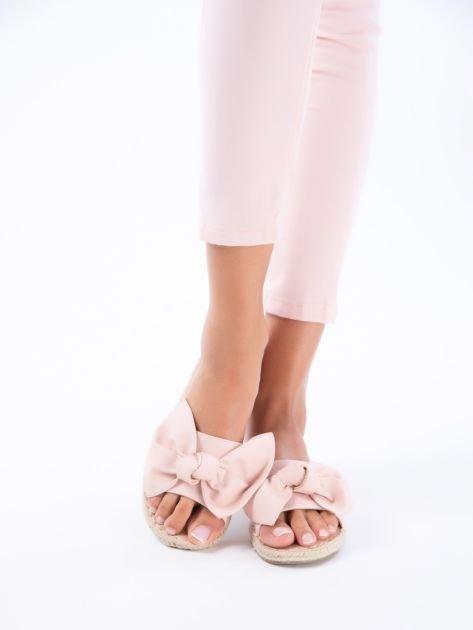 Różowe klapki z kokardą na przodzie z eco skóry                              zdj.                              4