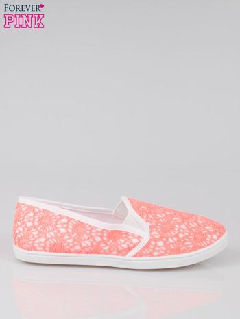 Różowe koronkowe buty slip on