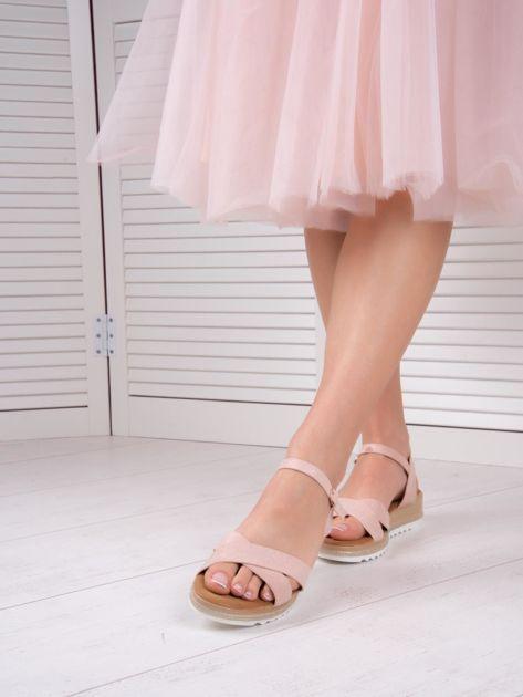 Różowe sandały BELLO STAR na podwyższeniu z paskami na krzyż                              zdj.                              2