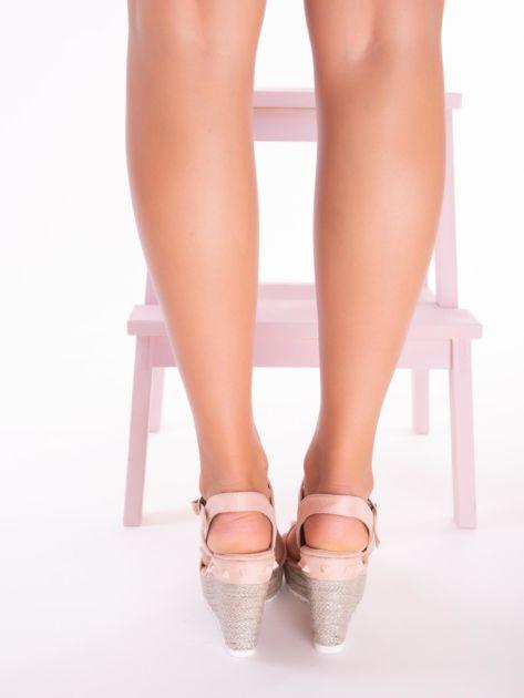 Różowe sandały na metalicznych koturnach z ćwiekami na przodzie                              zdj.                              5
