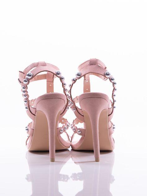 Różowe sandały na szpilkach zapinane w na kostce, zdobione srebrnymi koralikami                              zdj.                              3