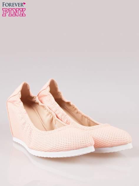 Różowe siateczkowe buty na koturnie                                  zdj.                                  2