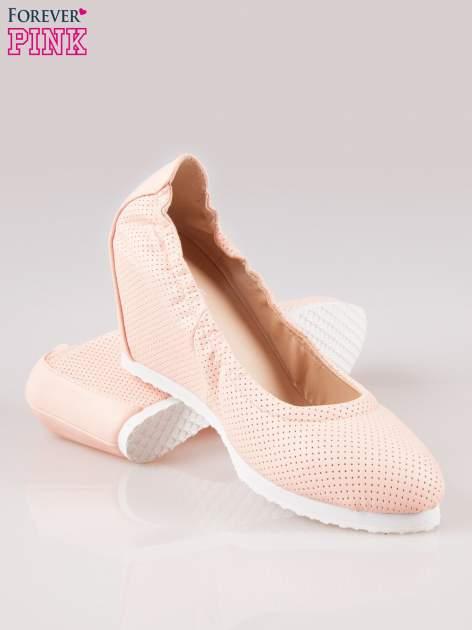 Różowe siateczkowe buty na koturnie                                  zdj.                                  4