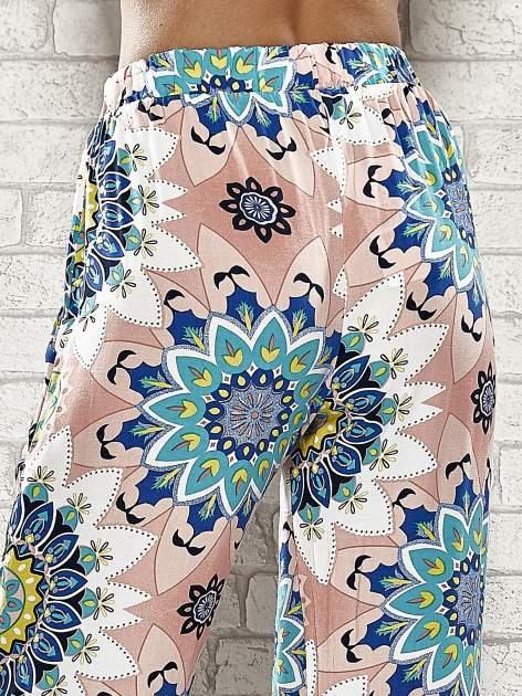 Różowe spodnie dzwony w etniczne wzory                                  zdj.                                  7