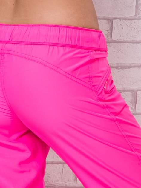 Różowe spodnie sportowe capri z wiązaniem                                  zdj.                                  6