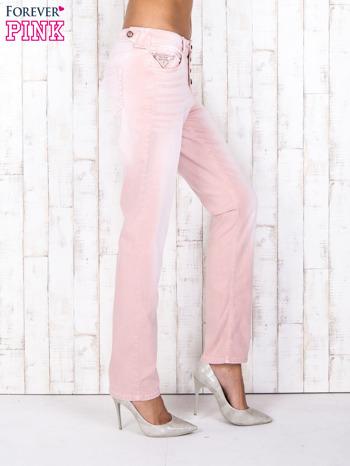Różowe strechowe spodnie z koronką przy kieszeni                                  zdj.                                  3