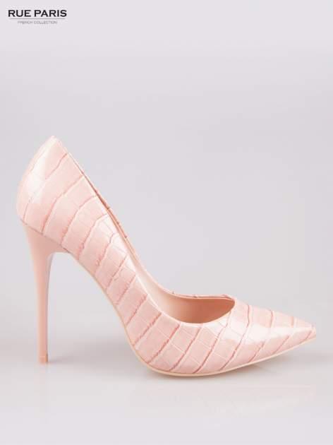 Różowe szpilki z lakierowanej skóry krokodyla