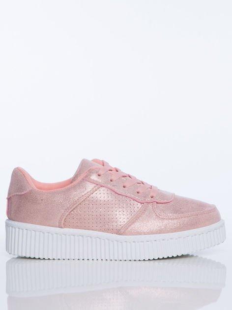 Różowe trampki z efektem glitter i perłową poświatą na grubej białej podeszwie