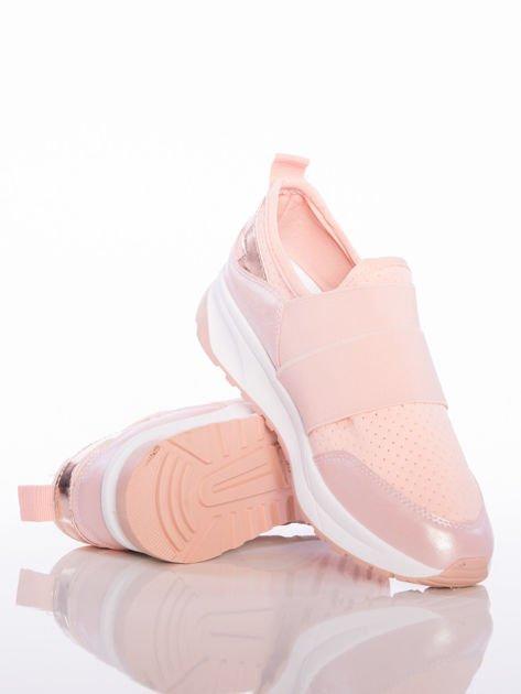 Różowe wsuwane buty sportowe Rue Paris z ażurową cholewką i opalizującymi wstawkami                                  zdj.                                  4